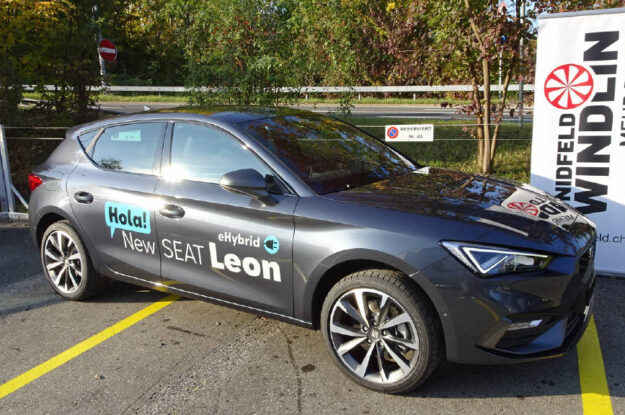 Seat Leon 1.4 eHybrid FR 205 DSG 007400 grau (1)